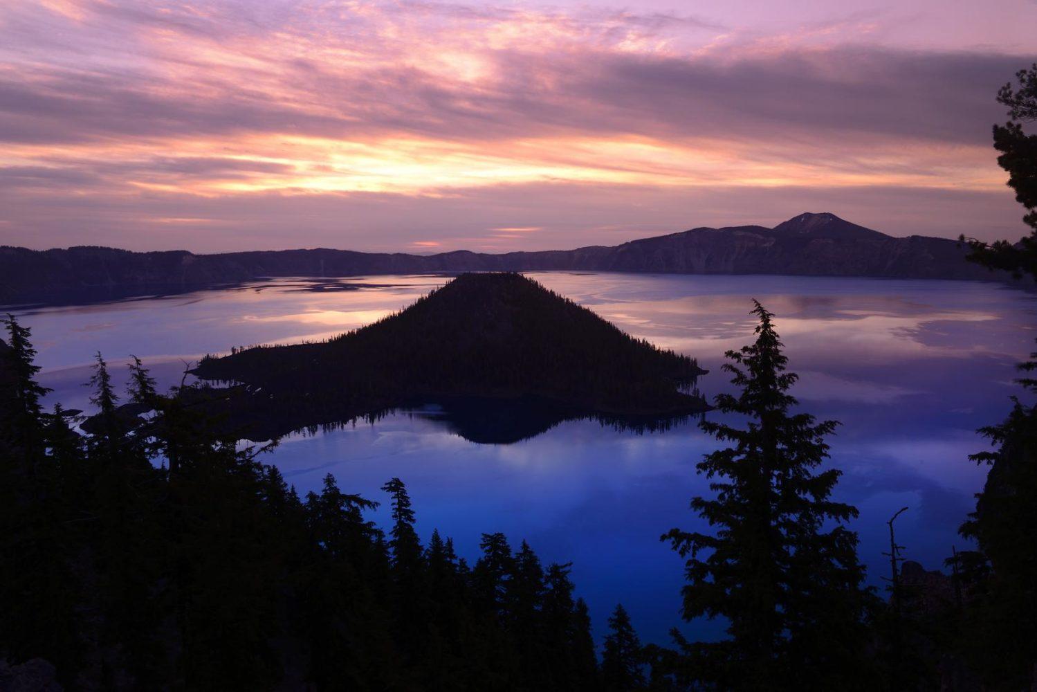 Wizard Island, Crater Lake National Park, Oregon, USA
