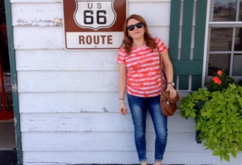Sophie and the Route 66 Sign