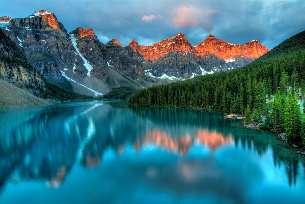 Sunrise over Moraine Lake